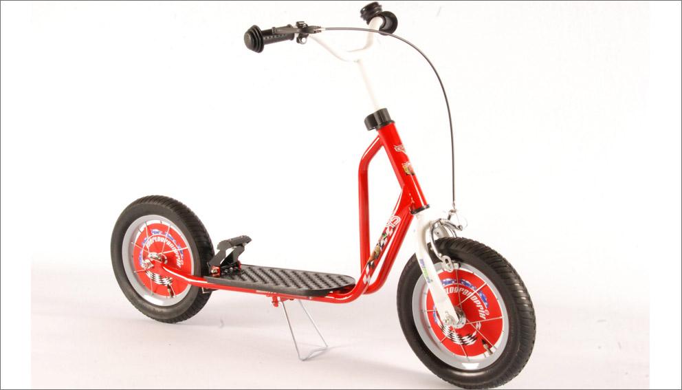 gro er disney cars tretroller 12 zoll r der scooter roller. Black Bedroom Furniture Sets. Home Design Ideas